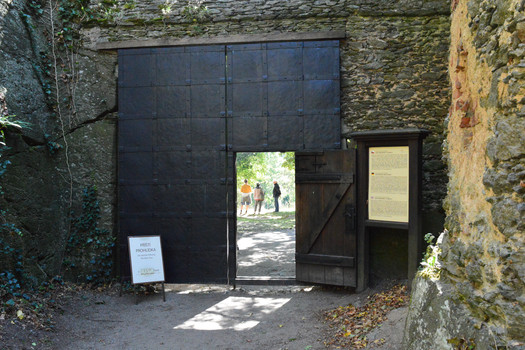 Visitors are to wait for tours in front of the entrance to the castle where there is a noticeboard giving information about when they start.